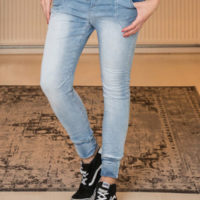 Fem Fashion-Lange-Blauwe-Spijkerbroek-1