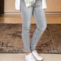 Fem Fashion-Lange-Grijze-Broek-Mirjam-1
